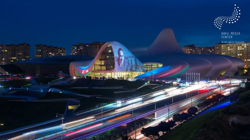 Художественная выставка, посвященная 95-й годовщине со дня рождения Гейдара Алиева